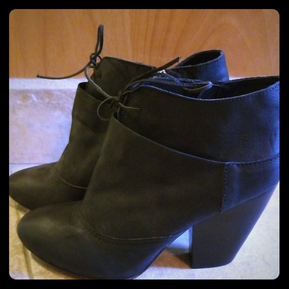 MIA Shoes - Mia Limited Edition black booties❤